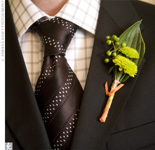 Groomsmen wore mini pom pom chrysanthemums tied with a ribbon to match the bridesmaid bouquets.