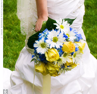 Amanda carried a hand-tied bouquet of blue hydrangeas, yellow roses and white daisies.