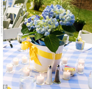 Blue hydrangeas potted in white pails topped each table.