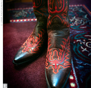 To show off her Texas style, Devon wore a pair of brown cowboy boots with red stitching that Jonathan bought for her.