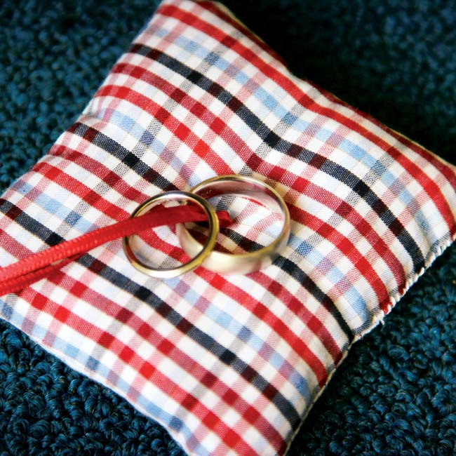 A red and blue gingham pillow held the rings as they were passed around to each guest during the ceremony.