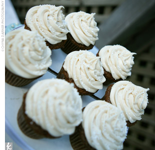 In lieu of a cake, the couple served cupcakes in flavors that included chocolate bittersweet, carrot cinnamon, lemon drop, and chocolate coconut.