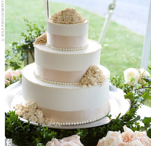 The three-tiered cake was decorated with buttercream flowers and pale pink Midori ribbon.