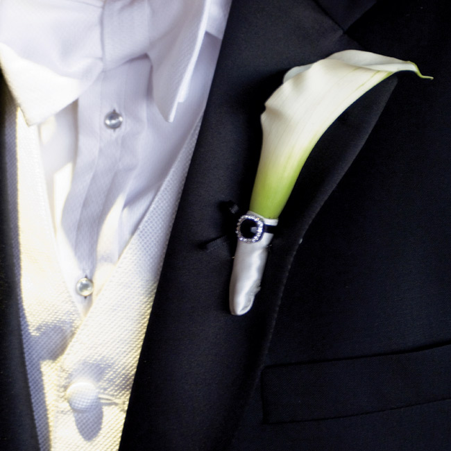 Steve wore a white mini calla lily accented with a black-and-white crystal.