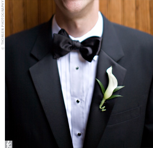 A single white calla lily decorated the groom's lapel.