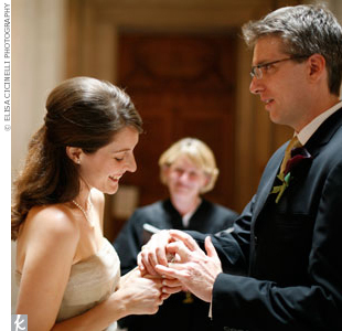 The couple exchanged vows in the rotunda with the entire ceremony lasting 15 minutes. Afterward, their photographer captured the day with a mini photo session.