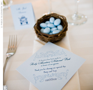 Inspired by their love for the outdoors, Betsy and Tony made a donation to the Rocky Mountain National Park in honor of their guests. A favor card in coordinating navy and light blue could be found at each place setting.