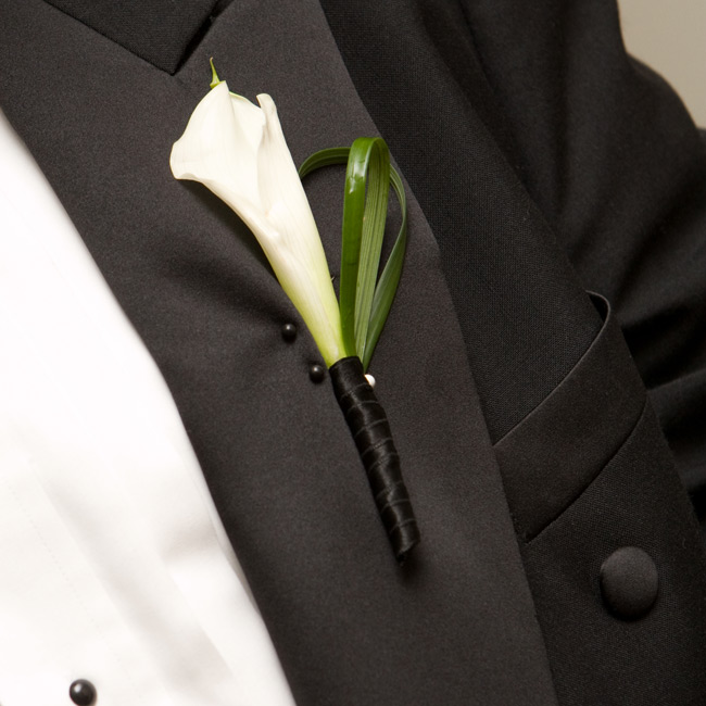 The groomsmen wore single white calla lilies, a classic addition to their formal attire.