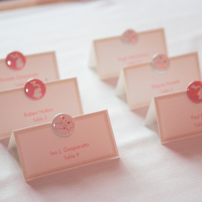 Buttons in pink and white lent a whimsical air to tented escort cards.