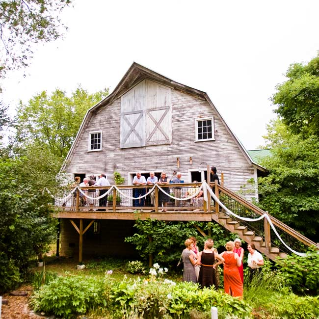 The rustic barn at Blue Dress Barn set the tone for the couple's country wedding.