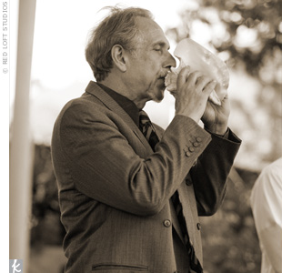 In honor of Anil's Indian roots, Laurie's uncle, a professional trumpet player, blew into a conch shell during the ceremony.