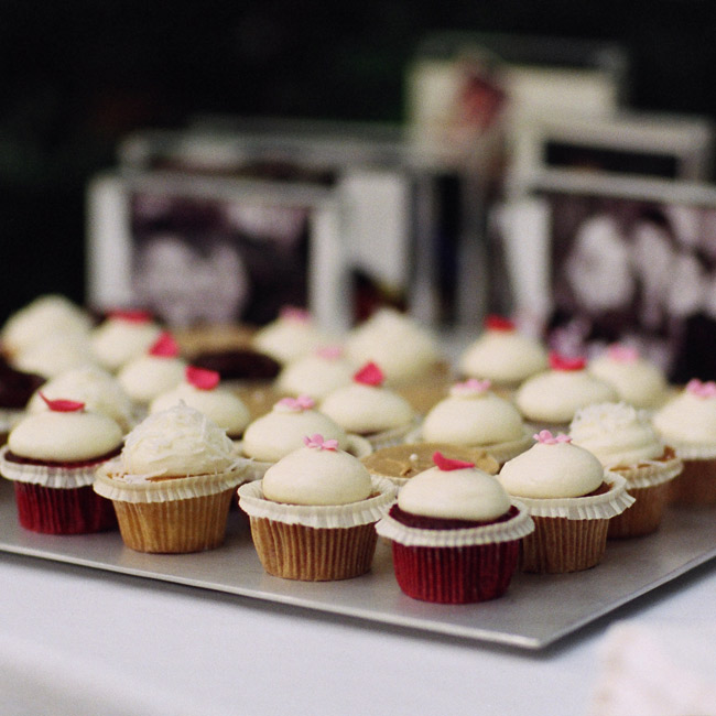In addition to coconut cake, guests enjoyed mini cupcakes in coconut, red velvet, vegan orange, carrot, and salted caramel flavors.