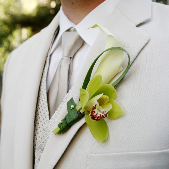 Bear grass-wrapped calla lilies and orchids added a touch of green to the guys' outfits.