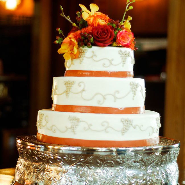 A grape design decorated the three-tiered, round cake played up the wine theme.