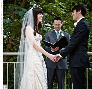 Cassi and David exchanged secular vows in an outdoor ceremony. To highlight their favorite pastime of playing rock-paper-scissors, they used the game to decide who said their vows first.