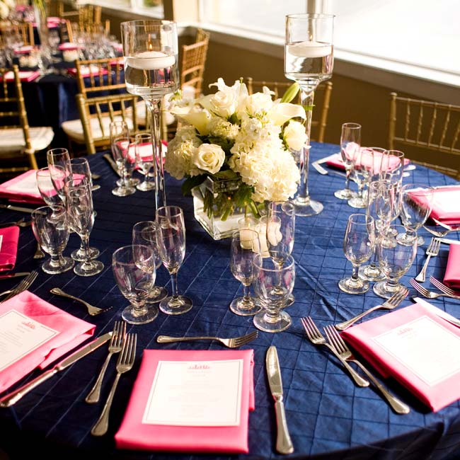 Monochromatic arrangements of white hydrangeas, roses and calla lilies topped each table.