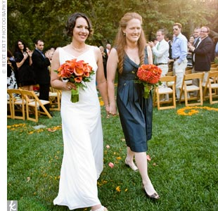 Neither Jaymi nor Kerri is really into dresses, so choosing ones for their wedding posed a challenge. Jaymi searched for weeks to no avail and finally found her dress in Chicago a month before the wedding. Kerri wore a navy blue, knee-length MaxMara dress.