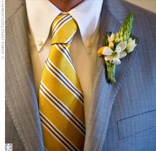 A single, yellow button mum coordinated the otherwise green-and-white bout with Michael's tie.