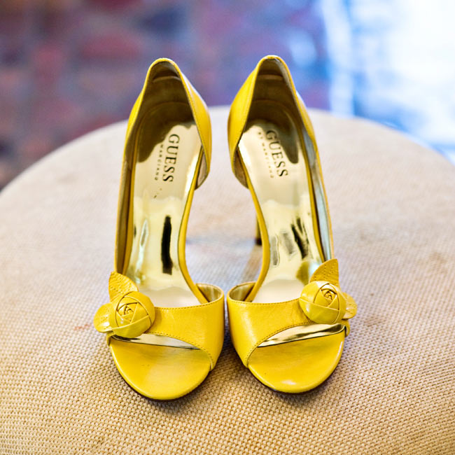To match the bridesmaid dresses, Marissa wore peep-toe Guess heels that added a playful detail to her no-fuss style.