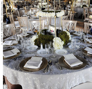 White and brown hues were featured on the reception tables, while centerpieces of white flowers and green moss created a fresh, summery vibe.
