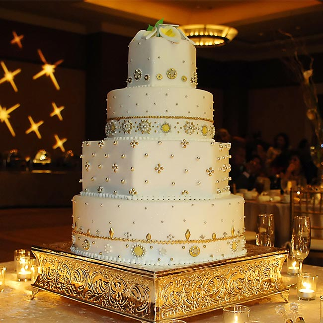 Specially designed to resemble Sonia's reception outfit, the four-tiered cake featured edible crystal decorations. Scattered candles and an elaborate cake stand amped up the display.
