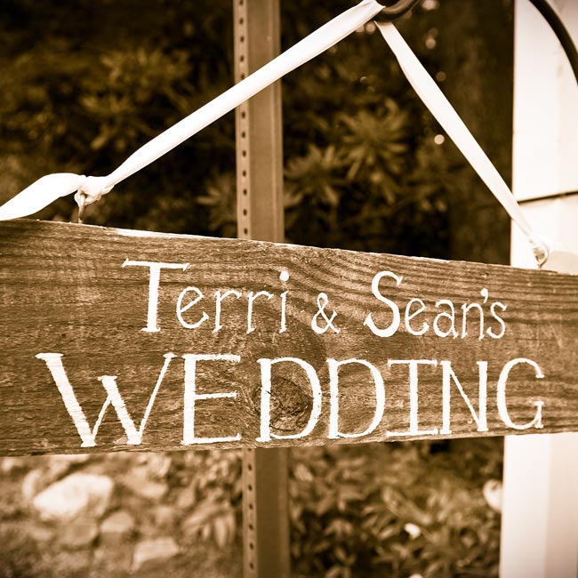 A wooden sign painted with the couples' names matched the vintage vibe and directed guests to the inn.