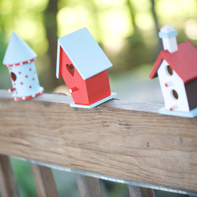 Small birdhouses lined up outdoors directed guests to the reception site at Orchard Hills.
