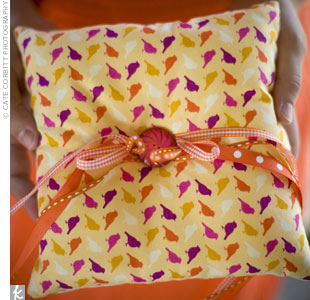 Keeping with the wedding colors, the light orange ring pillow was covered with a bird-printed fabric in orange, yellow, hot pink, purple, and white.