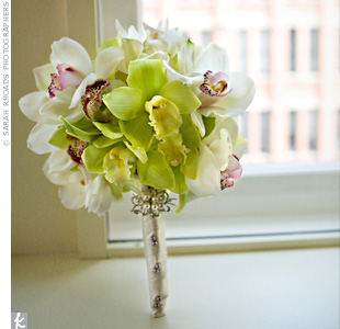 Ann carried a bouquet of green and white cymbidium orchids and miniature white calla lilies, wrapped with ivory ribbon. The brooch attached to the bouquet was a gift from Yuki's mother -- it was given to her by Yuki's dad as a wedding present.