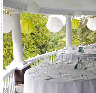 To highlight the veranda, paper lanterns hung around the edges, giving the party a festive feel.
