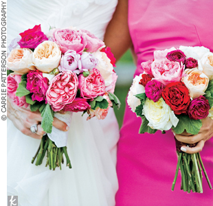 Carrie chose bouquets of soft garden roses.
