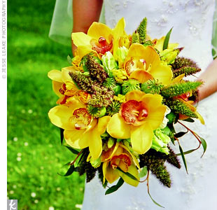 Juhi carried a loosely pulled together bunch of burnt orange orchids, ranunculus, and green tulips.