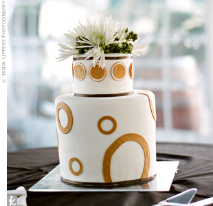 The circle-shaped logo inspired the modern dessert design. Fresh spider mums and berries added a natural flair to the cake.