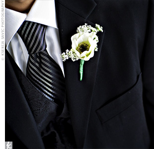 Vince wore a simple boutonniere: a single anemone accented with Queen Anne's lace.