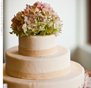 Fresh flowers topped off the couple's three-tiered, fondant wedding cake.