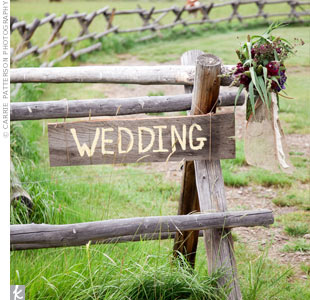 Guests arrived at the ceremony location by shuttle and were greeted with handmade wooden signs and wildflowers tied with leather, burlap, and lace.