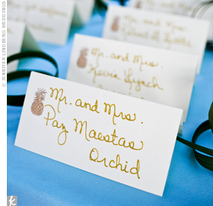 A gold pineapple gave these DIY escort cards tropical flair.