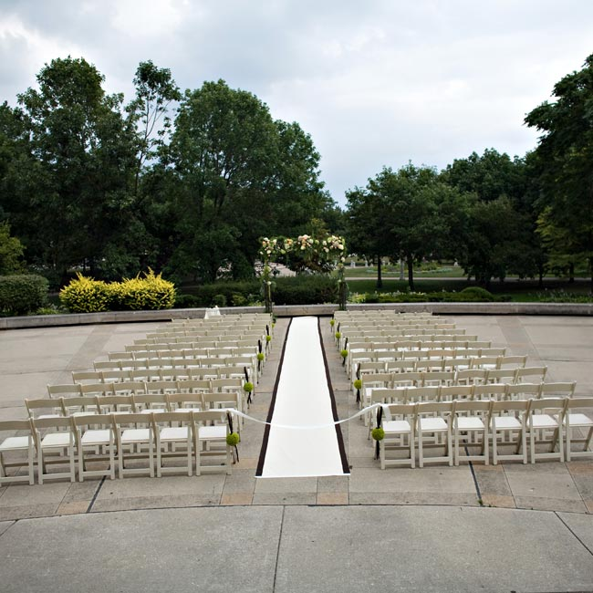 The couple tied the knot on a plaza behind the Chicago History Museum. The bride's mother created the aisle runner from a gorgeous ivory damask fabric trimmed with brown ribbon.