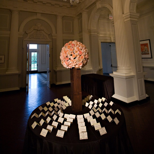 The escort cards' circular display complemented the circular chandeliers in the reception space.
