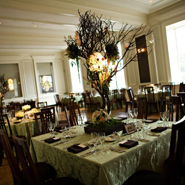 To emphasize the height of the museum's ceilings, dramatic manzanita branches adorned with vine-like foliage and clusters of hanging hydrangeas, chocolate cosmos, amaranthus and other blooms decorated each table.
