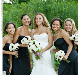 The bridesmaids carried miniature versions of Erikas oversized bouquet of roses, peonies and cosmos.