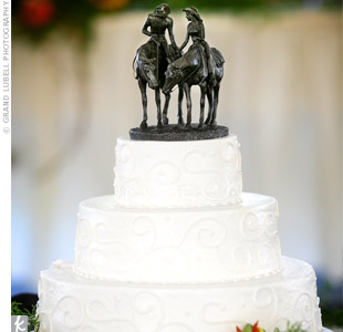 Instead of a traditional cake topper, Amy and Nick chose a couple on horseback holding hands. Fresh-cut daises at the base brought in the natural theme.