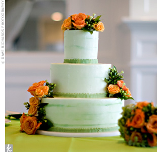 The couple's round, three-tiered cake was one of the last things they decided on. Lime-green frosting with streaks of darker green and fresh orange roses and green coffee beans brought in the signature colors.