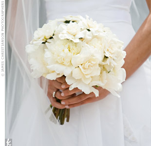 Aimee carried a hand-tied monochromatic bouquet of white peonies, her favorite flower, and one of Tom's favorites -- gardenias.