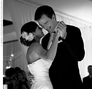 "Aimee and Tom shared their first dance to Etta James' ""At Last,"" performed by Natalie Oliver Atherton and a nine-piece band called Dressed in Black. ""It summed up our story very nicely,"" said Aimee. ""Everything had come together for us at last!"""