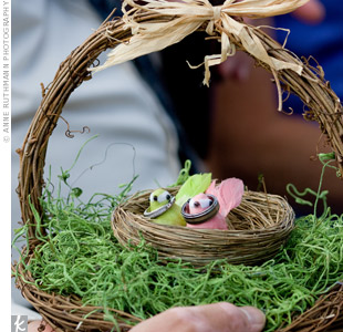 Shannon and Kayu's wedding bands were placed around the necks of two tiny bird figurines in a nest.