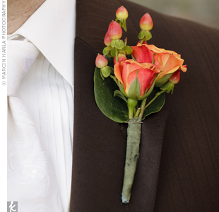 Tyson wore a boutonniere of mini orange roses accented with berries -- a very autumnal mix.