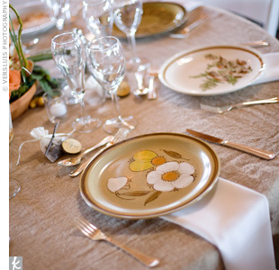 Vintage stoneware in various earth-toned patterns brought pops of color to the white cotton and linen burlap-covered tables.