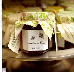The brides parents put homemade honey in jars for guests to take as favors. A pair of bees, reminiscent of the invitation design, decorated the personalized labels.
