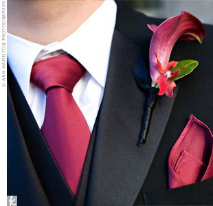 The guys decorated their lapels with mini calla lilies that perfectly coordinated with their ties and pocket squares.